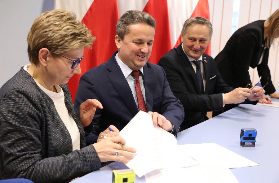 Podpisanie umoy przez burmistrza MiG Staszów